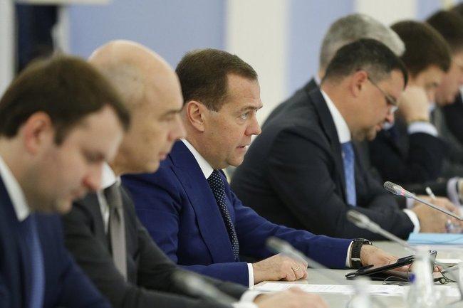 Лучшие умы России обсуждают, чем еще можно привлечь иностранных инвесторов – отъемом их собственности или заключением под стражу