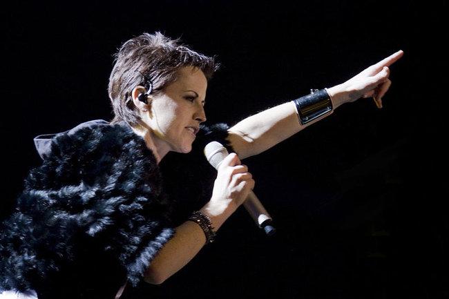 Долорес О'Риордан на концерте в Барселоне