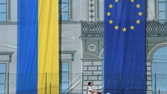Яценюк потребовал от НАТО и ЕС четкого ответа по членству Украины