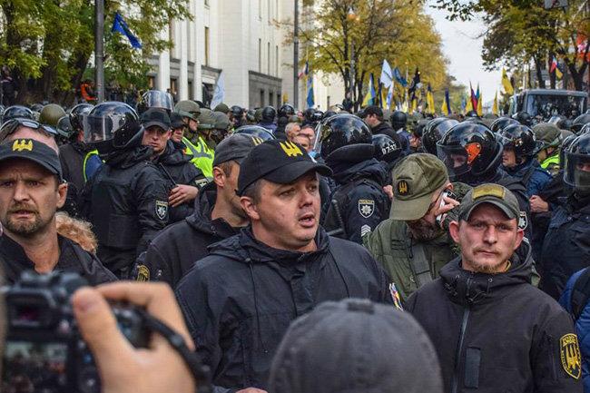 Руководитель МВД объявил, что организаторы протестов под Радой отрабатывают деньги Януковича