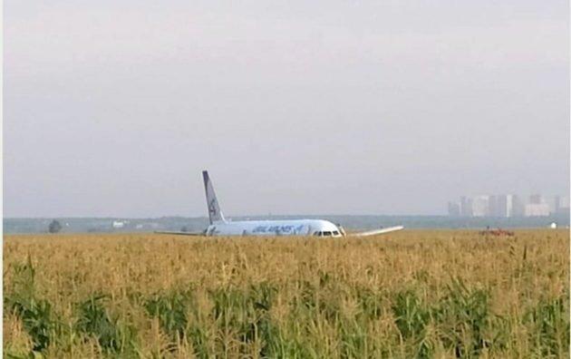 самолет экстренная посадка