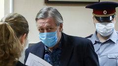 Новый адвокат Ефремова будет добиваться для актера условного срока