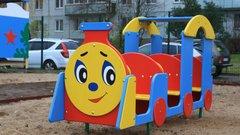 Две новые детские площадки появились во дворах домов в Великих Луках