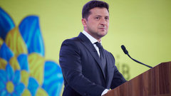 Зеленского упрекнули в извращенной любви к Крыму