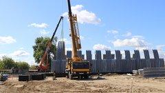 В Курчатове продолжается строительство моста через железную дорогу