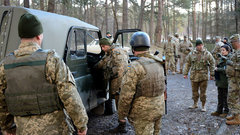 При взрыве гранаты наКПП наУкраине погиб военнослужащий
