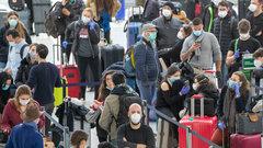Застрявшие в аэропорту Нью-Йорка россияне потребовали вернуть их в РФ
