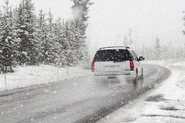 машина дорога снег