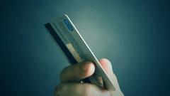 Эксперт поделился, как не стать жертвой автосписания средств