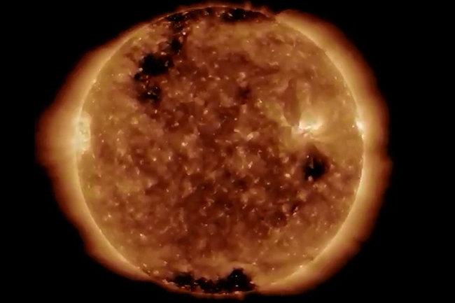 NASA опубликовало видео огромной корональной дыры на Солнце