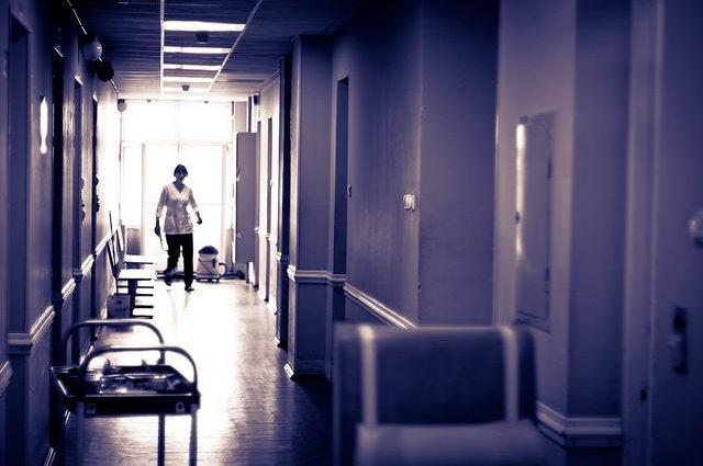 2 недели карантина не помогут: в Петербурге умер мужчина с нетипичным коронавирусом