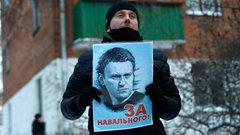 «Миллионы людей восхищаются мужеством Навального»: Акунин о возвращении оппозиционера
