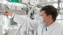 Медикам ЯНАО продлили выплаты за борьбу с COVID-19