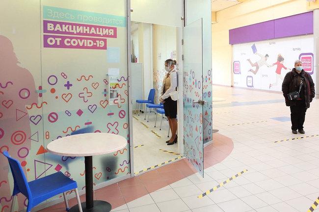 Прививочный пункт в ТЦ Сургута принял уже полсотни пациентов