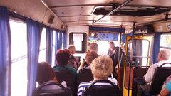 На Украине водителя маршрутки поставили на колени за отказ бесплатно везти пассажирку