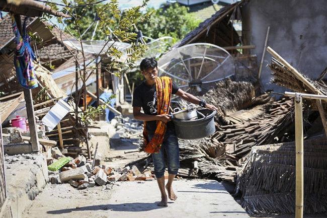Землетрясение вИндонезии: десятки погибших, тысячи эвакуированных
