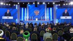 Душевное начало и жесткий конец: названы главные сигналы в послании Путина