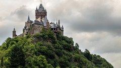 Как в сказке: 10 замков, которые можно арендовать в Европе
