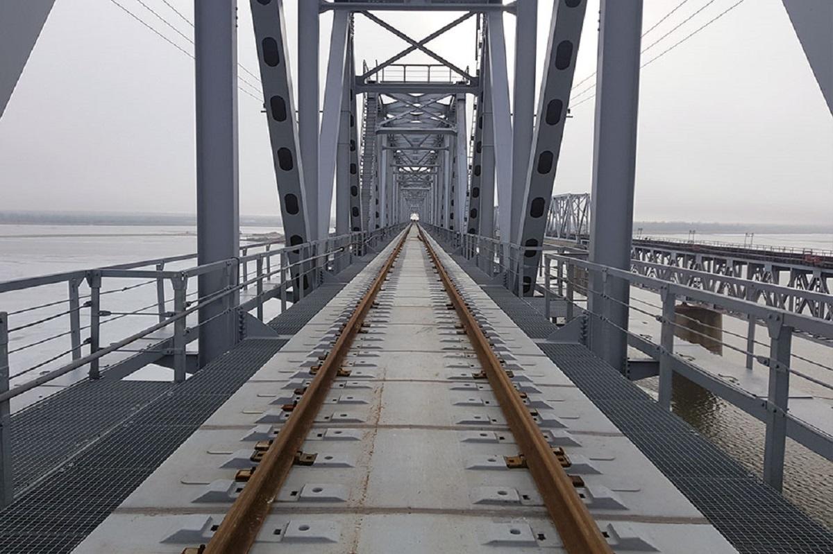 Компания Руслана Байсарова уложила временные железнодорожные пути на мосту через Дон на участке Морозовская – Волгоград